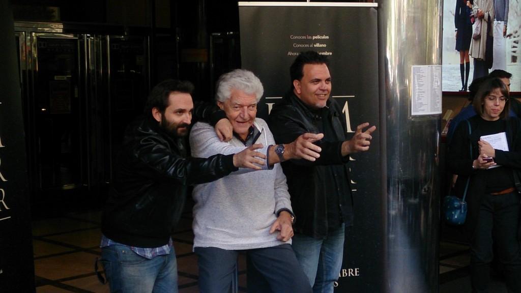 David Prowse junto a los directores Marcos Cabotá y Toni Bestard (Foto: Félix Esteban)