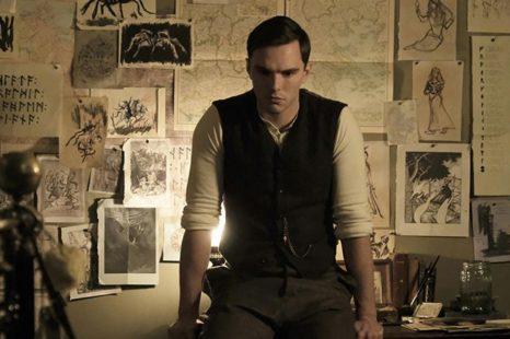 Primeras imágenes de Nicholas Hoult como JRR Tolkien en su biopic 'Tolkien'