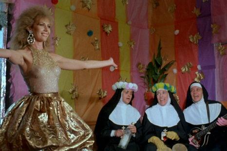 RECORDANDO EL CINE DE ALMODÓVAR: ENTRE TINIEBLAS (1983)